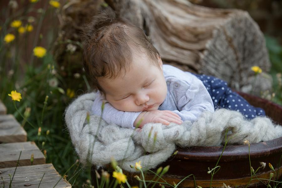 Babyfoto mit Geburtsdaten outdoor